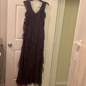 Adriana Papell metallic gray gown size 4, tags on